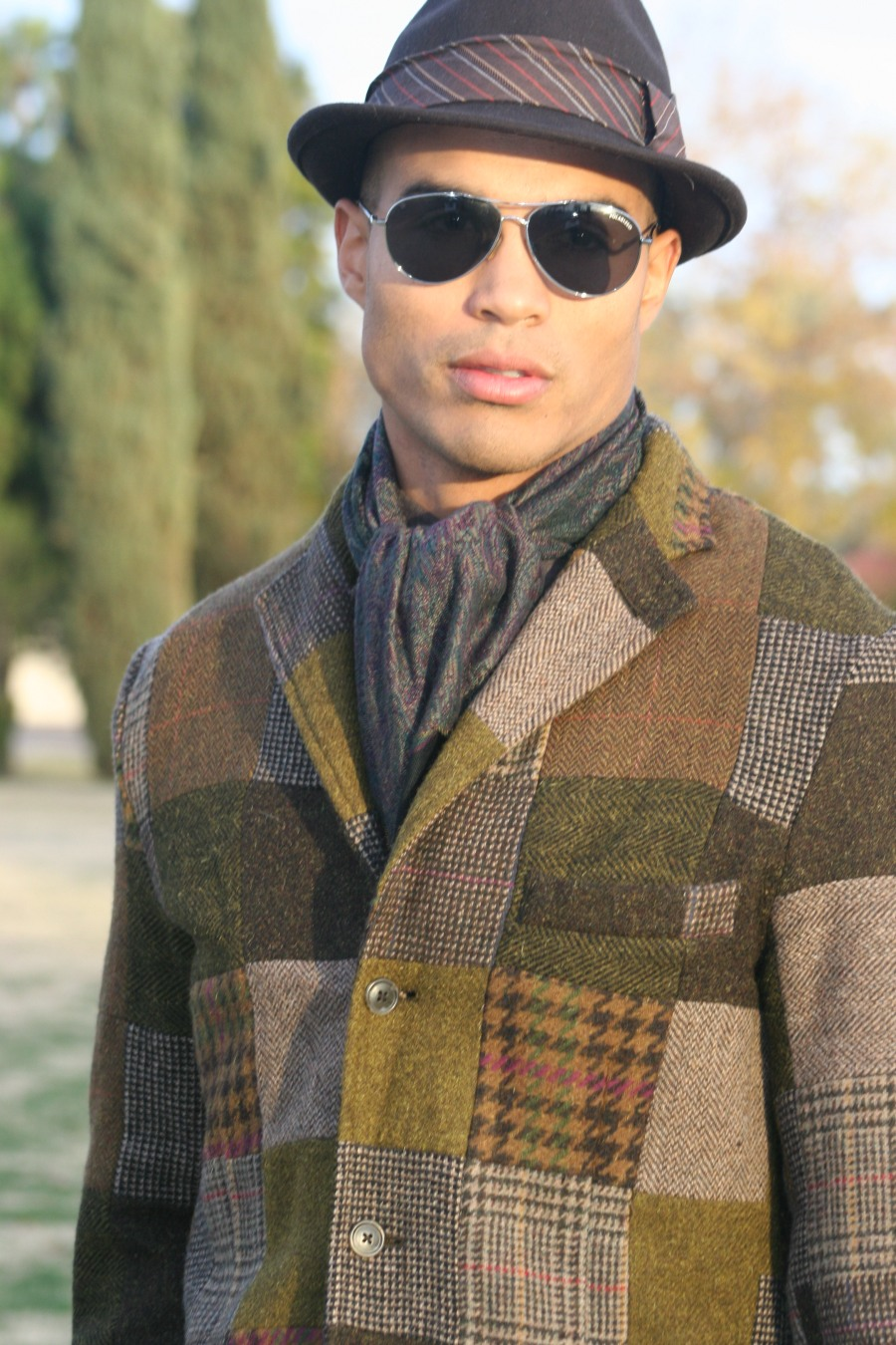 "- A simple scarf within the tones of your tweed will make a cover of your neck and upper center area of the body, but also a paisley or a subtle geometric pattern will break the monntomy of the ensamble and will add some ""Je ne se quoi""-"