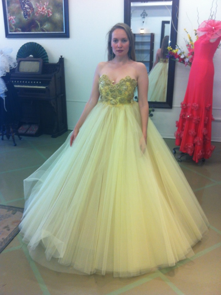 Fitting at Natalia Acosta's boutique - Yellow