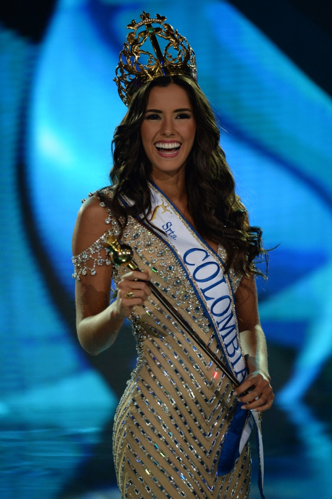 Atlantico department's contestant Paulina Vega reacts as she is being crowned Miss Colombia 2013 in the evening gown competition of the Miss Colombia beauty pageant in Cartagena, Colombia, on November 11, 2013. AFP PHOTO / Eitan Abramovich